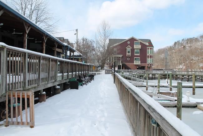 occoquan-river-boardwalk-ice-1