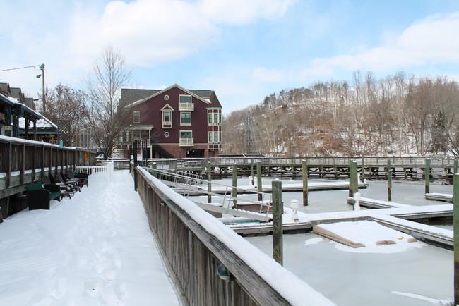 occoquan-river-boardwalk-ice-2