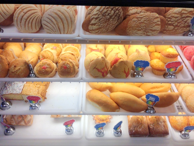 They serve El Salvadorian food, desserts and custom cakes.