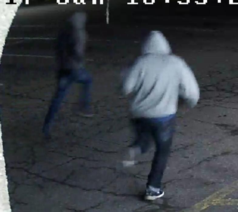 Suspects_running_Latin_Market_01302017