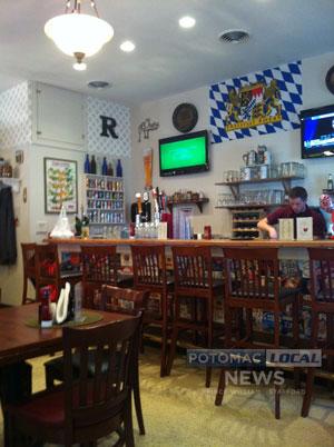 Inside the Roadhaus Eatery in Stafford. [Photo: Stephanie Tipple / Potomac Local News]